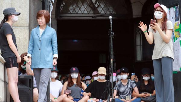 警察占拠座り込み梨大の学生3人監禁容疑召喚通報