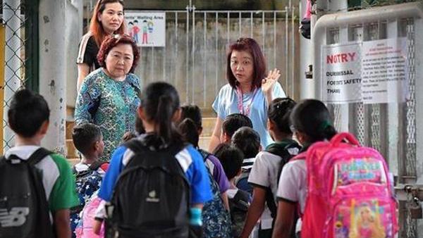 싱가포르, 모든 학교 재택수업 전환…직장 문도 닫기로