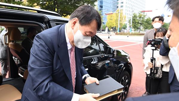 윤석열, 순복음교회 예배 참석‥'王'자 무속논란 돌파?